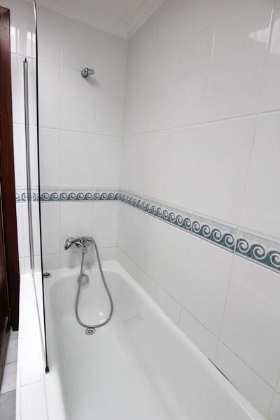 Marta 15 bathroom 1