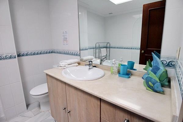 Marta 15 bathroom 2