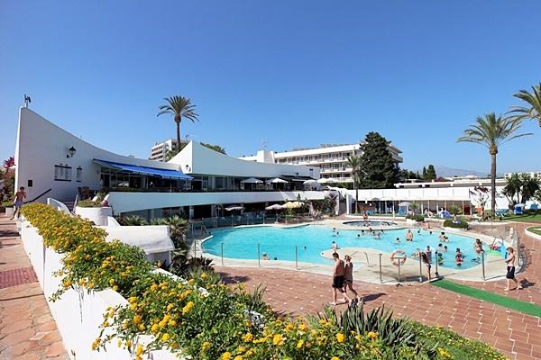 Villacana central pool