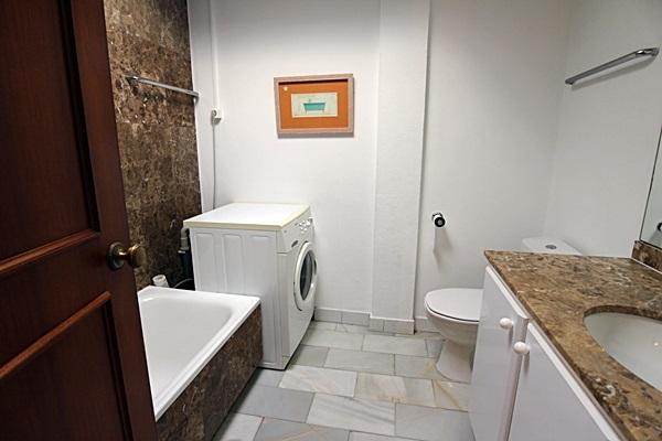 19 Calle de Miguel, bathroom