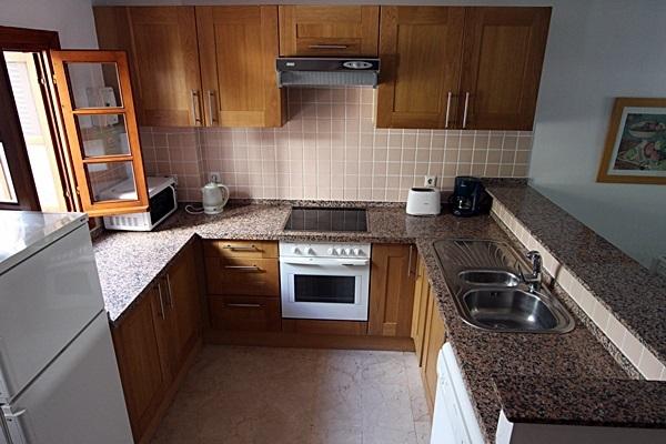 19 Calle de Miguel, kitchen