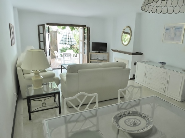 lounge and dining area (600x447)