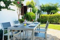 Elena-15-dining-outdoors