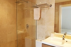 Elena-15-twin-bedroom-en-suite-shower-room